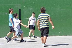 Barrene, juego colectivo de pelota.