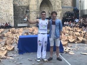 Iker Vicente recibe el premio