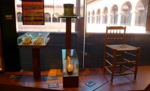 Diversos objetos del Gigante de Altzo en el Museo San Telmo de Donostia/San Sebastián