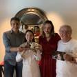La pareja ganadora recoge el premio con Juan Mari y Elena Arzak